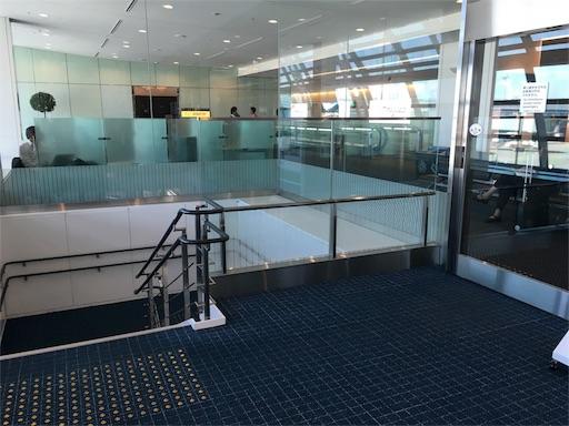 那覇空港の乗り継ぎ通路