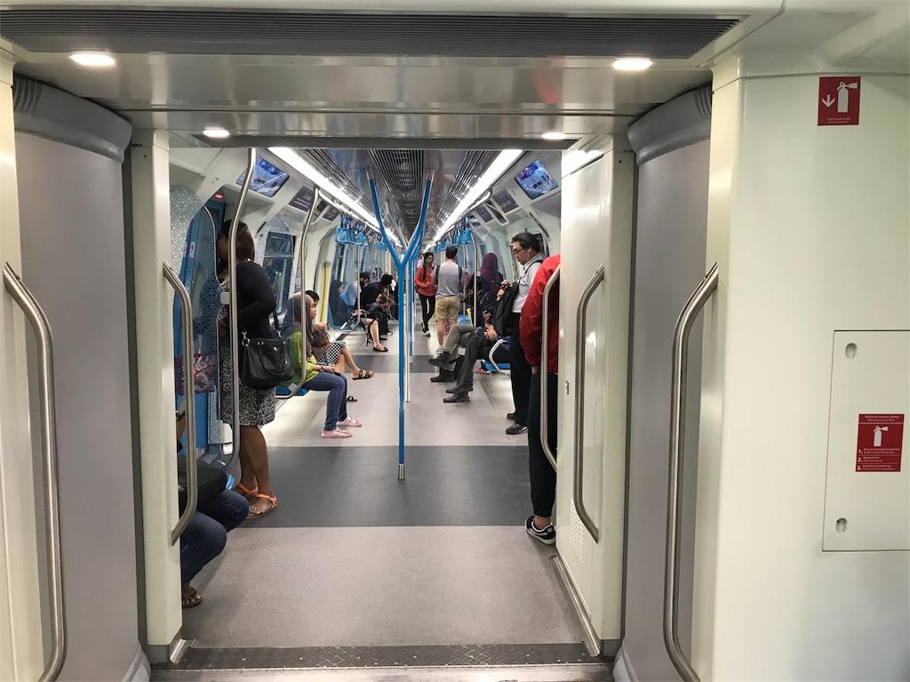 KLセントラル MRT車内