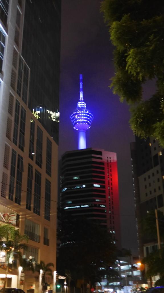 夜のKLタワー
