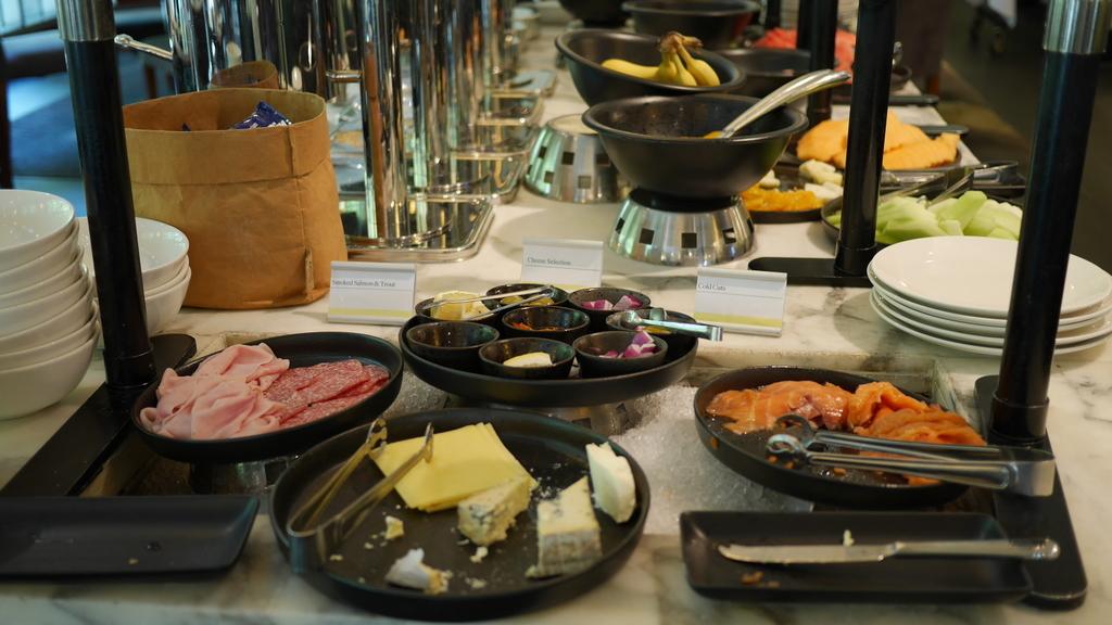 ウェスティンメルボルンの朝食 チーズとハムとサーモン