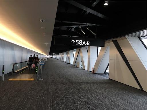 成田空港の58番ゲートまでの道