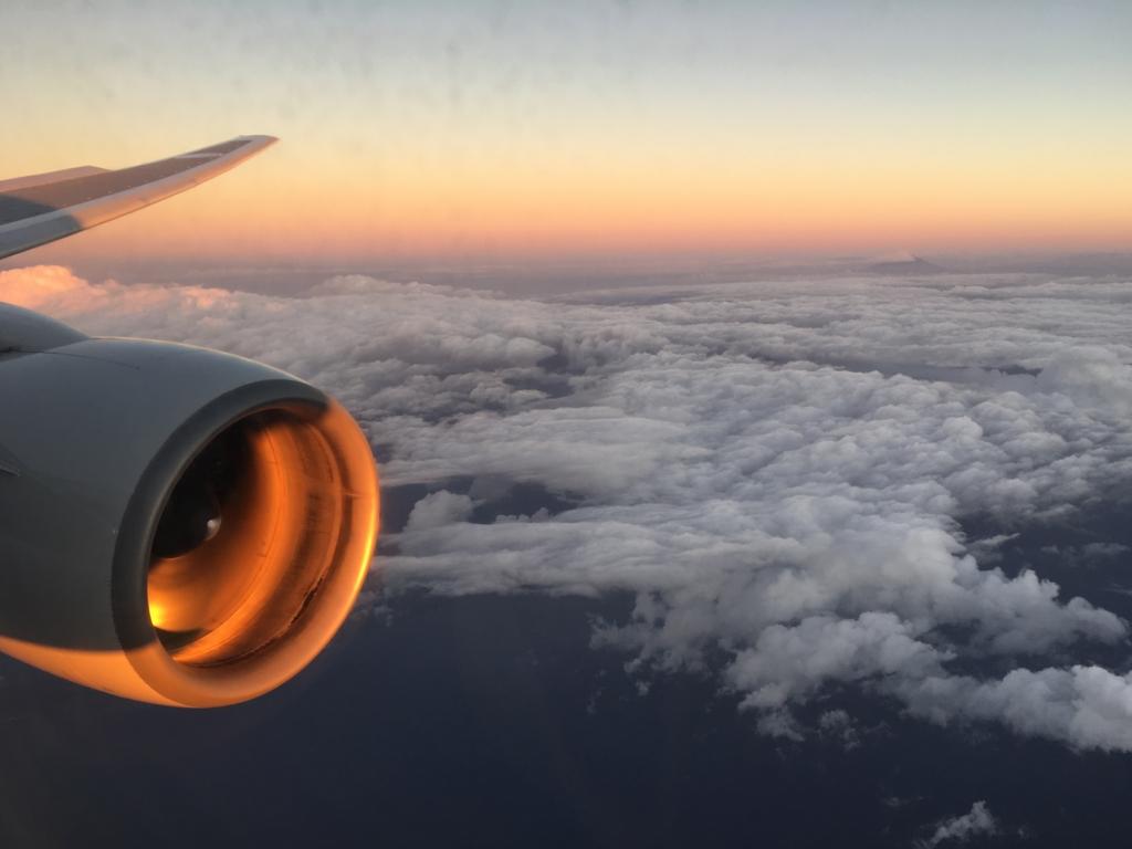 機内からの朝焼け