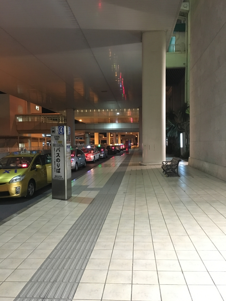 真夜中の那覇空港