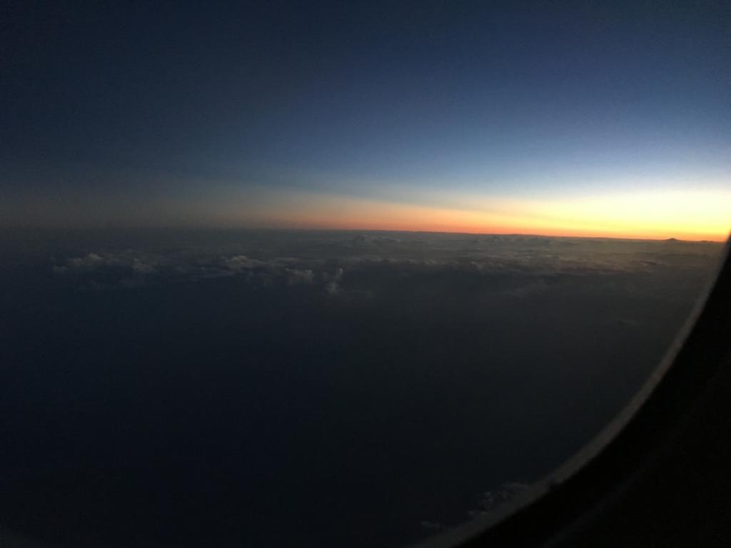 機内からの日の出