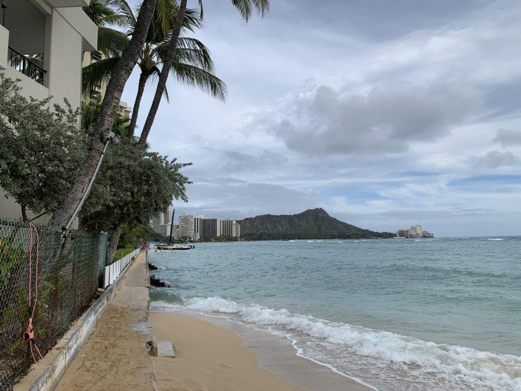 ハワイ旅行 ビーチ散歩